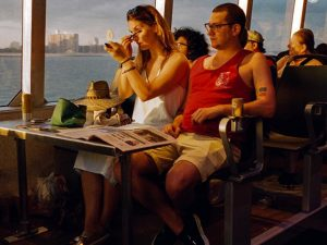 Novos ferry boats de NY são comparados a iates e tem até rosé a bordo