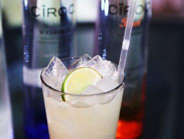 Aprenda a fazer os drinks by Cîroc e Tanqueray que vão rolar na festa do Glamurama no Rio