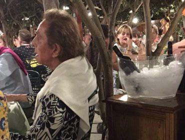 Valentino e Samuel L. Jackson jantando no mesmo restaurante em Capri