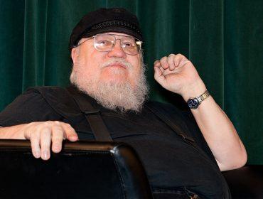 """Criador de """"GoT"""" revela que não assiste à série e que vai """"ressuscitar"""" personagens"""