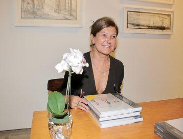 """Nessia Leonzini autografou o livro """"Coleções de Artistas"""" na Galeria Luisa Strina"""