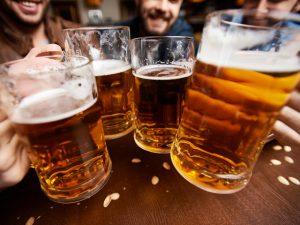 Evento comemora o Dia da Cerveja com música e brindes no Unibes Cultural