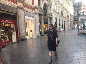 Gloria Coelho segue recomendação dos astros e passa aniversário em Gênova