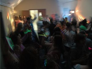 Festa organizada nos Hamptons pelo Tinder vira caso de polícia