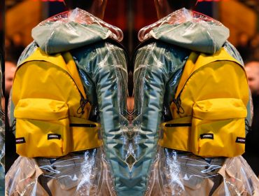 Desejo do Dia: a mochila amarela Vetements + Eastpak de volta às paradas fashion!