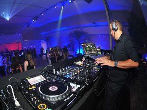 Desde 1989 DJ Cesar Mariano agita a noite de São Paulo