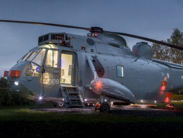 Helicóptero naval é transformado em acampamento de luxo na Escócia