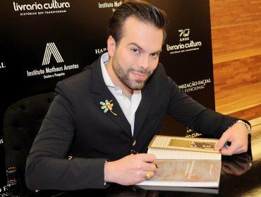 """Dr. Matheus Arantes lançou o livro """"Harmonização Facial – Beleza Funcional"""""""