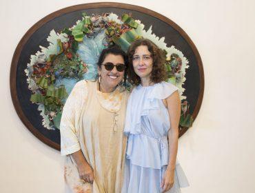 Regina Casé e Vik Muniz na abertura de Adriana Varejão no Rio: aos cliques