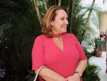 Flávia Nazar deu toque colorido ao nosso camarote no Folia Glamurama