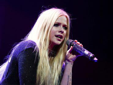 Cuidado com ela! Avril Lavigne é a personalidade mais perigosa da internet…