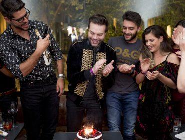 Dr. Matheus Arantes armou a festa no Bar Numero para celebrar aniversário