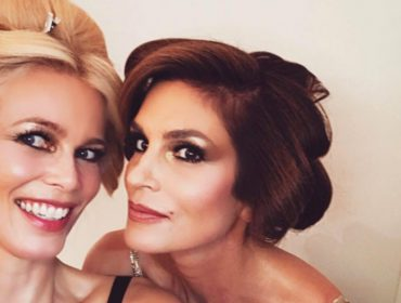Claudia Schiffer e Cindy Crawford compartilham primeira selfie juntas