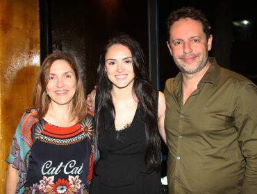 """Elenco de """"Novo Mundo"""" se reúne em restaurante do Rio: vem espiar"""