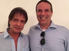 Roberto Carlos faz participação especial em DVD do filho Dudu Braga. Vem saber