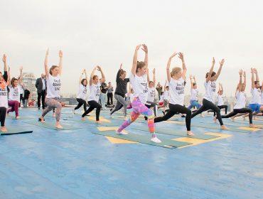 Hotel Pullman Vila Olímpia arma aula de yoga com a coach americana Sarah Hoey