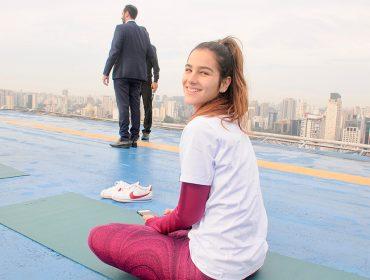 Aula de yoga agitou o rooftop do Hotel Pullman Vila Olímpia nessa sexta-feira