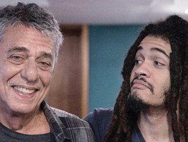 Momento ternura: Chico Brown revela fotos raras dele com o avô Chico Buarque em suas redes sociais