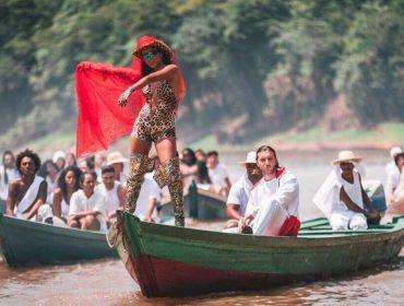 Olha ela! Anitta está na Amazônia gravando clipe com DJ sueco Alesso
