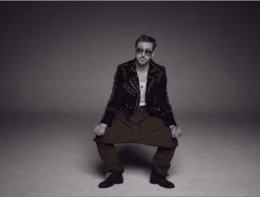 """Humorístico dos EUA faz piada com discussão sobre estilo sem gênero e lança jeans """"revolucionário"""""""