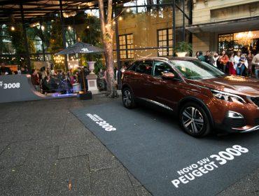 Novo SUV Peugeot 3008 chamou atenção na festa de 11 anos da J.P