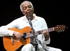Gilberto Gil se emociona ao ouvir samba enredo da Vai-Vai em sua homenagem