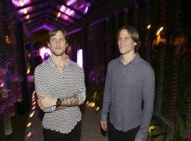 Fernando e Ricardo Whately lançam novo app com festão pé na areia. Aos detalhes…
