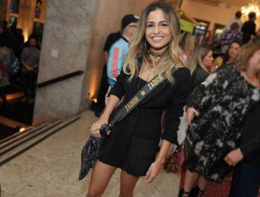 Bate-bola com Nanda Costa, estrela da edição de aniversário da revista J.P, direto da festa no Iate Clube de Santos