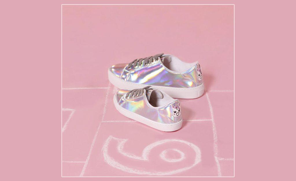 d781ddadae Desejo do Dia  os tênis com efeito holográfico da Santa Lolla para  glamuzinhas – Moda – Glamurama