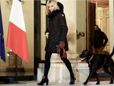 """Aos 64 anos, Brigitte Macron é tratada como """"It girl"""" e faz até casaco esgotar nas lojas"""