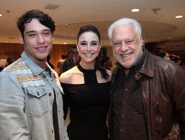 Novo espetáculo de Aderbal Freire-Filho tem pré-estreia no Teatro Vivo nessa quinta