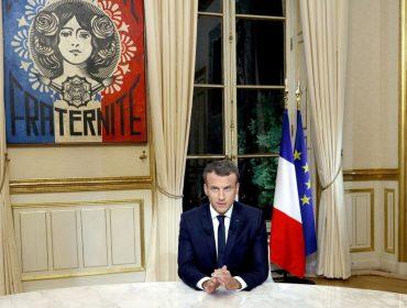 Nacionalismo já: Emmnauel Macron resolve trocar de alfaiate e o motivo é político