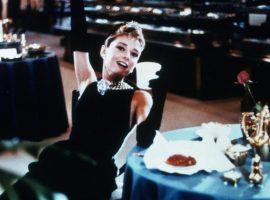 """Reviva o clássico """"Bonequinha de Luxo"""" tomando café no novo point da 5ª Avenida"""
