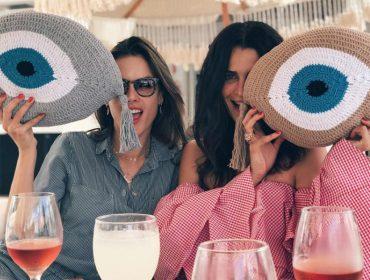 Alessandra Ambrosio e Fernanda Motta se jogaram nos embalos do Cafe de La Musique Jurerê. Quem mais?