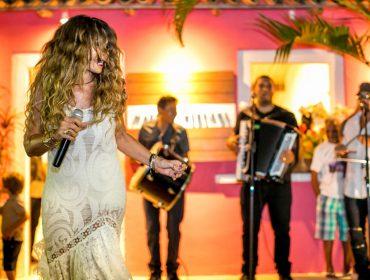 Elba Ramalho anima o Quadrado de Trancoso com show na loja de Martha Medeiros e palinha de Mariana Aydar