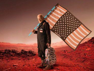 Buzz Aldrin, segundo homem a pisar na Lua, lança coleção de mochilas inspirada na NASA