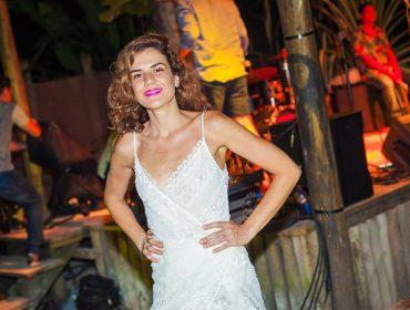 Bombay Sapphire arma pocket show de Mariana Aydar no Cafe ao Quadrado, em Trancoso