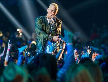 Eminem revela que usa Tinder e até app gay quando quer sair com alguém. Vem saber