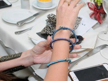 Maria Eudoxia levou pulseiras handmade com a cara de Trancoso ao nosso almoço de fim de ano