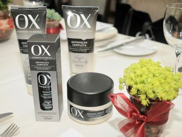 OX presentou as glamurettes do nosso almoço com kit poderoso para os cabelos