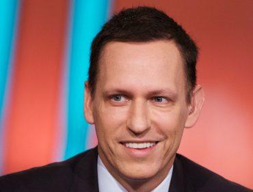 Primeiro investidor a acreditar no Facebook, Peter Thiel se desfaz de parte de fatia no site