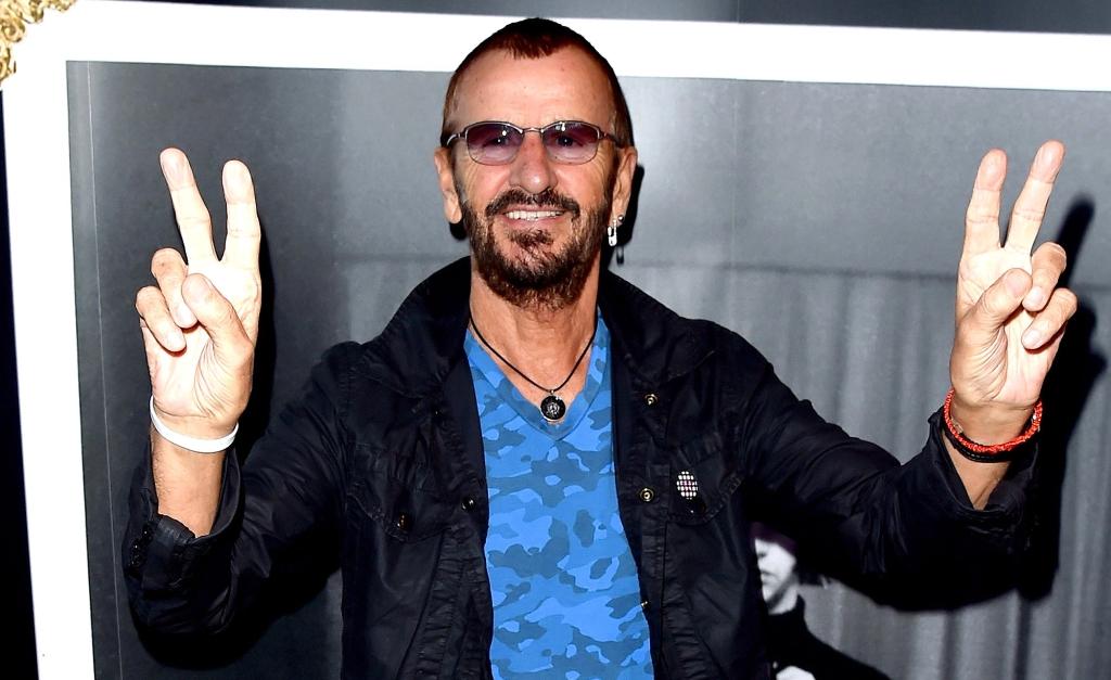 """Ringo Starr é condecorado """"Sir."""" pelo império britânico"""