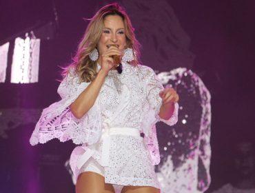 """Cláudia Leitte faz show """"lacrador"""" no Festival Virada Salvador e anuncia parcerias que prometem agitar o verão"""