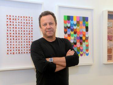 Vik Muniz inaugurou nova exposição na Galeria Nara Roesler, nessa quinta, no Rio