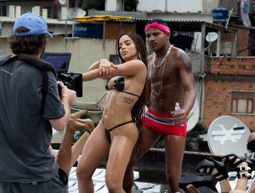 Novo clipe de Anitta, dirigido por Terry Richardson, é alvo de crítica… Vem malandra