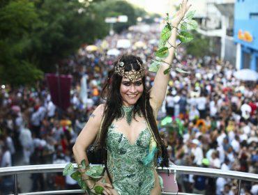 """Rainha do bloco Baixo Augusta, Alessandra Negrini se prepara para voltar para a TV: """"Serei uma vilã"""""""