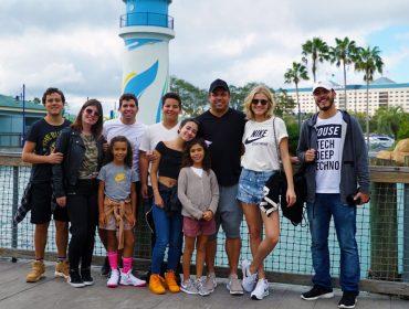 Como bom pai, Ronaldo aproveita férias escolares para curtir viagem superfamília