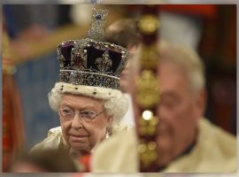 Elizabeth II não liga para joias e só as usa por sua importância histórica, revela documentário