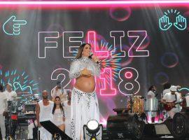 Gravidíssima, Ivete comanda a chegada de 2018 em Salvador