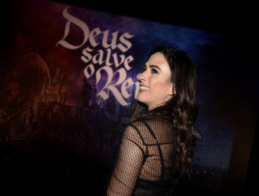 """Elenco de """"Deus Salve o Rei"""" causa burburinho na pré-estreia da novela no Rio de Janeiro"""